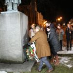 pietny akt kladenia vencov pred sochou hviezdoslava